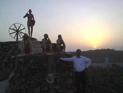 गान्धी हिल्स पर स्थापित प्रतिमा