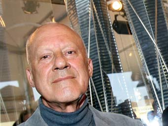 Norman Foster has become interested in lunar architecture