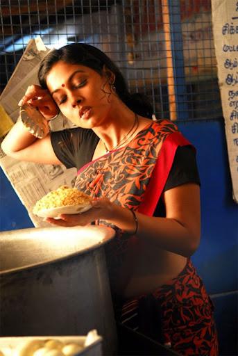 Masala Actress Pooja Exposing Photos