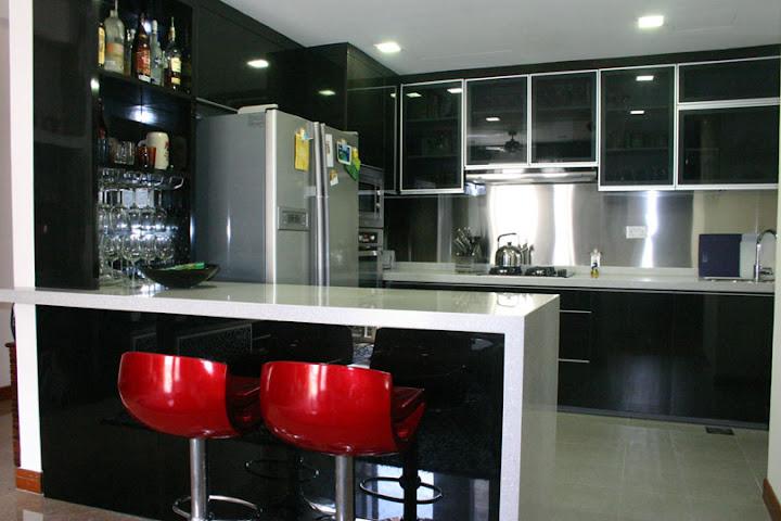 decoracao na cozinha: de ter uma cozinha integrada. Um bar também devia estar no projeto