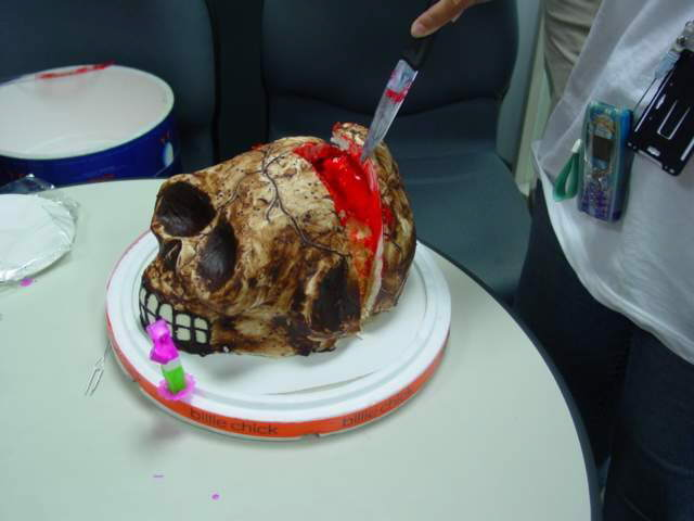 Can u eat this birthday cake???!!