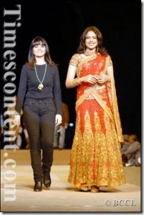 Sameera-Reddy-walks-the-ramp-with-designer-Neeta-Lulla-200x300