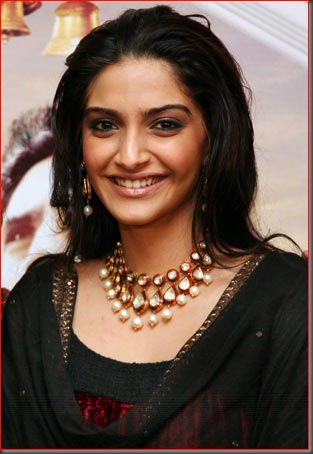 1sonam kapoor sexy bollywood actress pictures 140410
