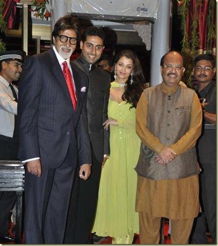 Stars_at_Fardeen_Khan_s_sister_Laila_Khan_wedding_reception_8_