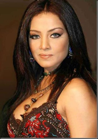 Celina-Jaitley-Exposed-005