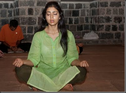 Shriya sexy pictures041209