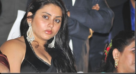 Namitha_in_Black_saree_(2)