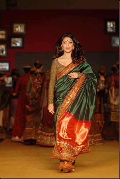 Shriya Saran Handloom Fashion Show Gallery2