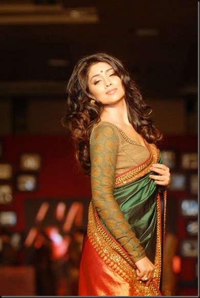 Shriya-Saran-At-Handloom-Fashion-Show-Gallery-2
