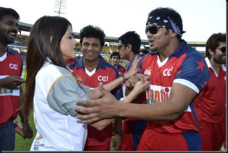 Genelia-cheers-at-Celebrity-Cricket-League-T20-1