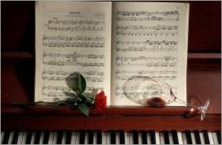 94523_fortepiano_muzyku_rozy_steklo_small_(www.GdeFon.ru) - copia