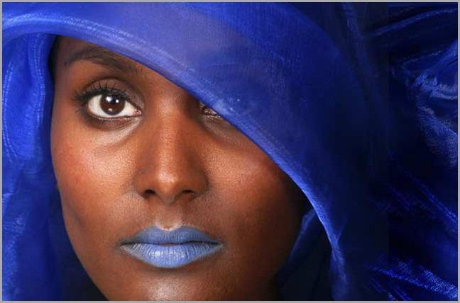 20110307085128-mujer-labios-azules - copia - copia (2) - copia - copia - copia