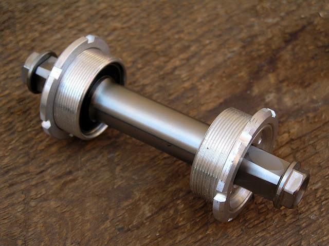 Eje Pedalier Titanio Specialized 68/103 mm. (ya no esta en Venta) P7140023