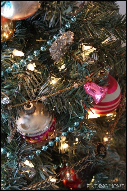Nativity, vignettes, trees 093