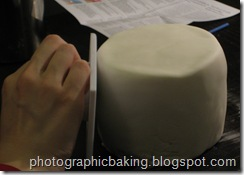 Smoothing the fondant