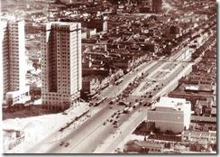 Praça XI – 1930Berço do samba no Rio de Janeiro, abrigava gafieiras, restaurantes e uma filial do excelente Bar Brahma, onde se podia saborear a famosa barriguda (cerveja preta) acompanhada de um prato de tremossos1950