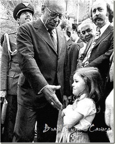 Garotinha se recusa a cumprimentar o presidente Figueiredo durante a ditadura militar brasileira