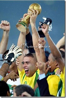 2002 FIFA World Cup Korea-Japan -Final Germany - Brazil 02 - Ronaldo (BRA) with the Trophy