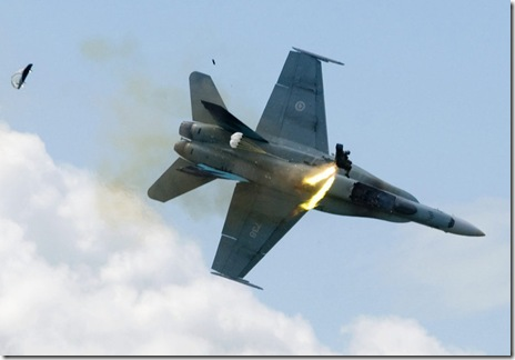 Pilot ejects an instant before fighterjet crashes 1
