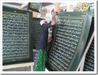 94780_al-quran-terberat-di-dunia-di-ponpes-al-shiryyah-nurul-iman_300_225