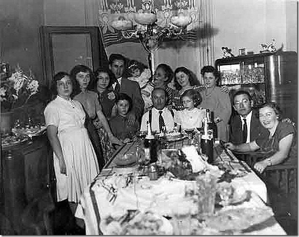 Reunión familiar, Alejandra Pizarnik, es la primera de la izquierda, Elías Pizarnik y Rosa Pizarnik,