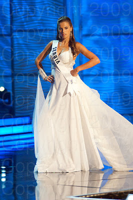 servia1 Miss Universo 2009: Inspirações para vestidos de madrinha e noiva