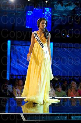 suica1 Miss Universo 2009: Inspirações para vestidos de madrinha e noiva
