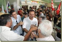 28/08/2010 – Política -  Carlos Eduardo, durante a caminhada na Feira de Lajes do Cabugi – Foto: Alex Régis/ Ágil Fotografia