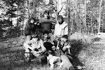 Kosťa, Ampér, Taťka, Hejkal,Jindra, Štěpán, Roup a vpředu Kuba s Dášou