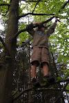 Ukraden� zbran� jsme nalezli na strom�, skryl je tam Anarion, kter� je vzal sk�et�m.
