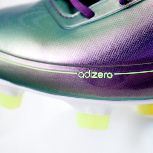 Adidas F50 adiZero Sepatu Bola teringan di Dunia