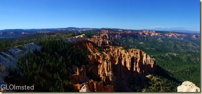 02 Distant views & hoodoos from Rainbow Point Bryce Canyon NP UT pano (1024x473)