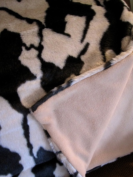 make a faux fur blanket