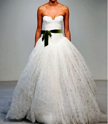 vera-wang-wedding-gown-lace-green-ribbon