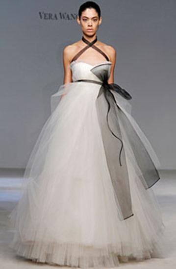 vera-wang-fall-2010-wedding-dress-2