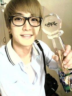 Leeteuk ขอบคุณแฟน ๆ ที่ 'Bonamana' ชนะในรายการ Music Bank
