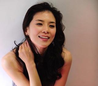 Lee Bo Young รับบทลูกสาวประธานาธิบดีในเรื่อง Athena