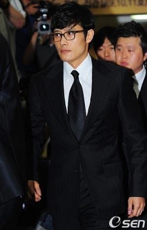 ศิลปินต่างไว้อาลัยและเดินทางไปร่วมเคารพศพ Park Young Ha