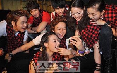 ภาพเบื้องหลังการถ่ายทำ What's Up ของ Dae Sung ถูกเปิดเผยออกมาแล้ว