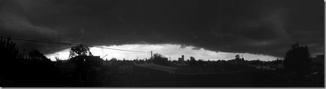 Cielo oscuro con franja de luz [50%]