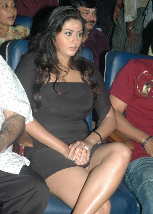 Namitha_Navel_Hot_Kollywood_Actress-_26