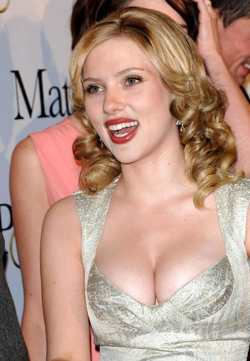 Scarlett_Johansson_Hollywood_hot_actress_2