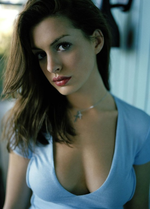 Hot_actress_anne_Hathaway_photo_10