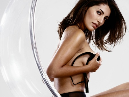 Caterina Murino latest hot photos 5