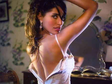Caterina Murino latest hot photos 7