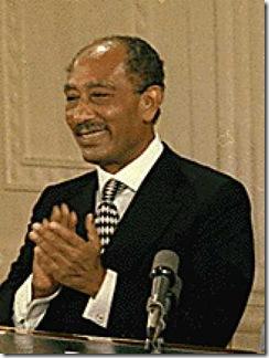 Anuar Sadat, presidente egípcio, assassinado em 1981