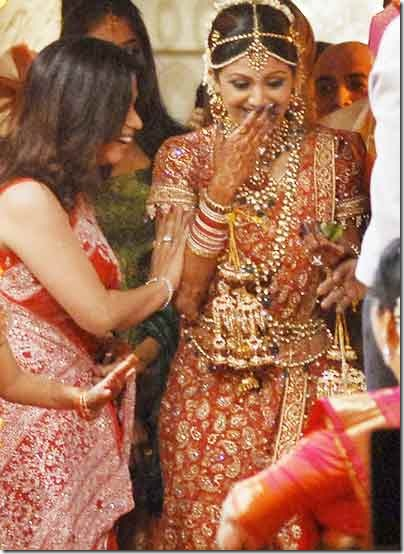 Shilpa-Shetty-C-smiles-during-the-marriage-ceremony