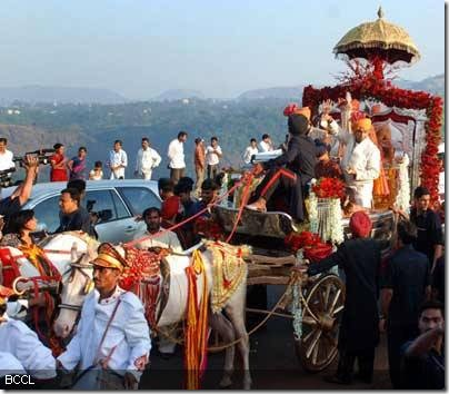 Shilpa-Shettys-baraat-arrives-in-Khandala