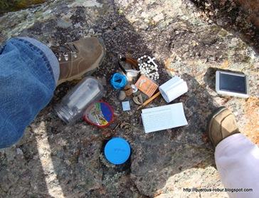 El contenido del geocache escondido en el Cerro de la Campana