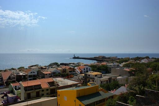 Cidade da Praia com o Farol dona Maria Pia ao Fundo